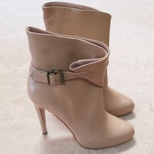 CHARLES DAVID ITALIAN MADE BEIGE LEATHER BOOTS 8